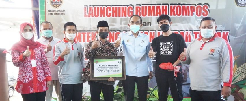 Aksi ''Sekopi Pekat'' Undip Buka Rumah Kompos